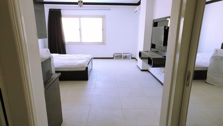 Polishing Our Holiday Rentals at Sheraton Plaza Hurghada - Book Your Holiday Rental in Hurghada on www.apartmentsinhurghada.com