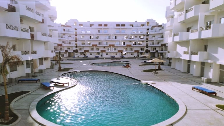 Sea View Holiday Rental in Hurghada With Swimming Pools and Water Slides - Book Online on www.apartmentsinhurghada.com